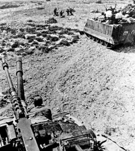 http://kypros.org/Occupied_Cyprus/cyprus1974/images/missings/turkish_tank_approaching_440_bg.jpg